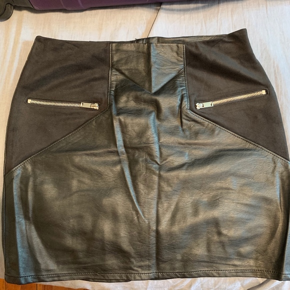 H&M Dresses & Skirts - H&M Mini Skirt